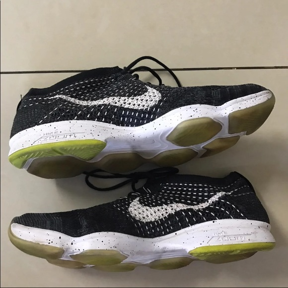 Shoes - Nike fly knit zoom